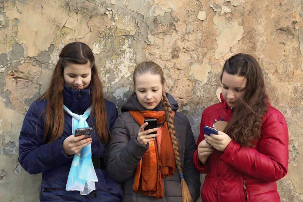 Social Media: How it can affect your teen's sleep and anxiety