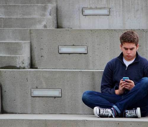 help for anxious teen  Overcoming Fear: Five Ways To Help Anxiety Disorder In Teens texting 1999275 640 1 500x430